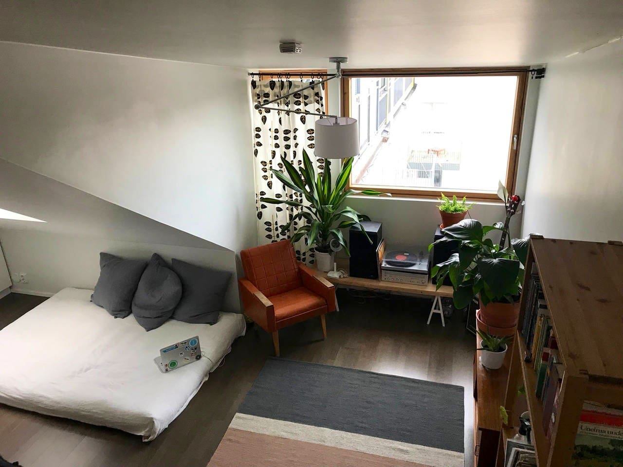 The main living space, with a new and comfortable futon bed, record player and bookshelf.