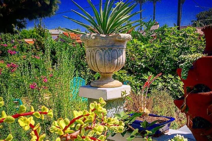 Private Garden Studio Centrally Located Mid-LA