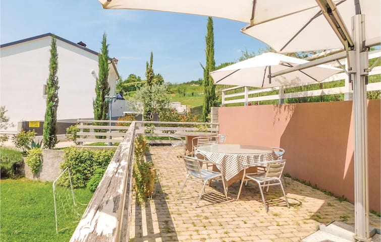 Holiday apartment with 2 bedrooms on 100 m² in Cappella Maggiore (TV)