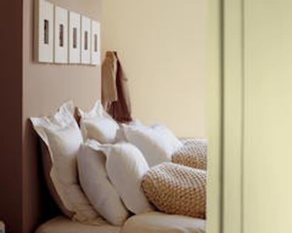 Casa em Condominio fechado quarto suíte com  Wifi - Campinas - Lägenhet