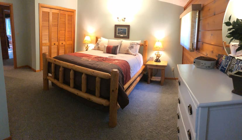 Master bedroom queen bed, main floor