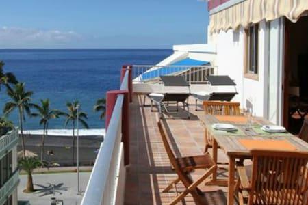 Ático con vistas al mar, WiFi free - Puerto de Naos - Lejlighed