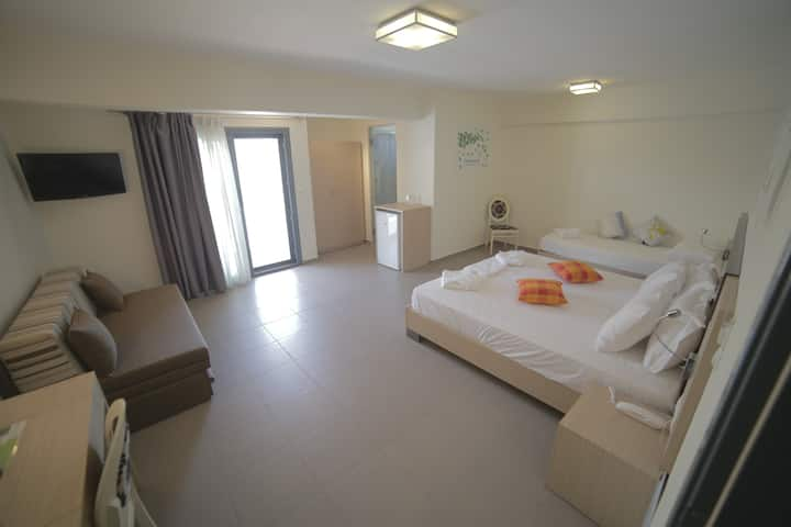 ECO PARALIA - Deluxe Triple Room