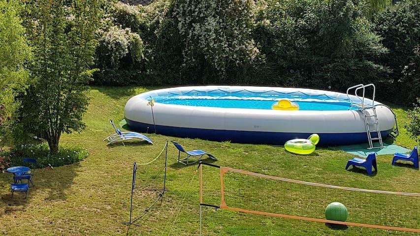 """Le jardin et la grande piscine """"zodiak"""""""