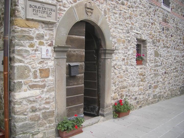 OPLOMACHIA appartamento trilocale incasa medievale