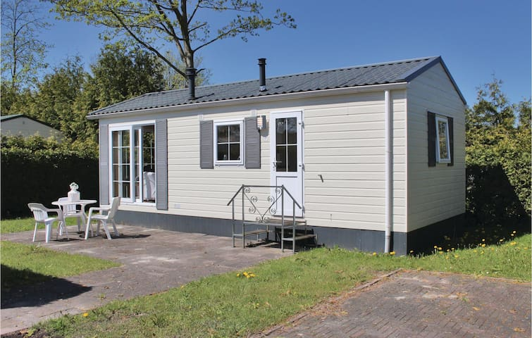 Holiday cottage with 1 bedroom on 83m² in Tzummarum