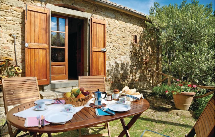 Holiday cottage with 2 bedrooms on 100m² in Cortona -AR-