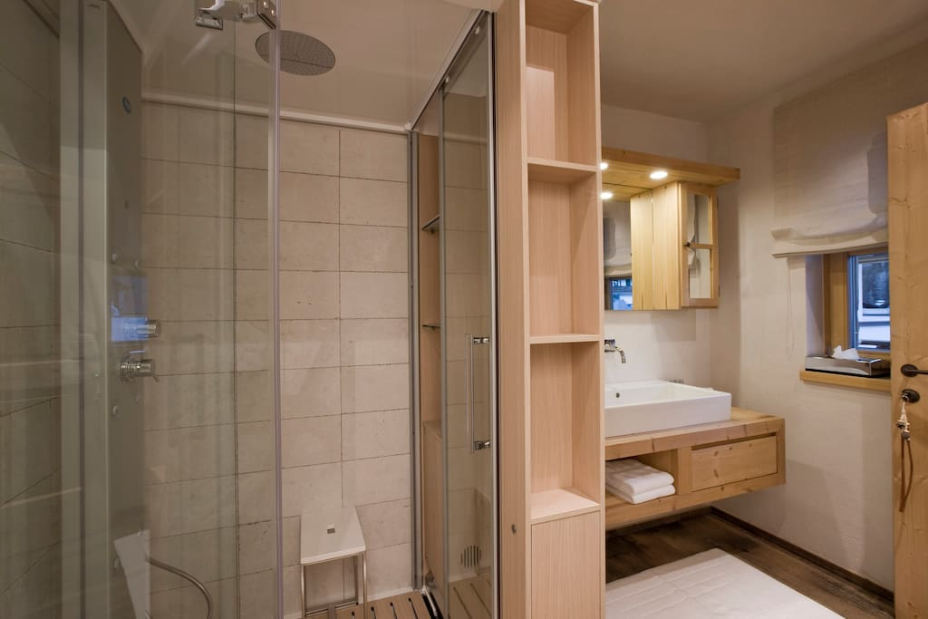 En-suite bathroom with shower (can be used as steam bath)