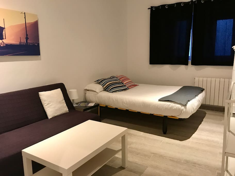 Big double room with sofa bed. FAST WIFI / PrivateBathroom