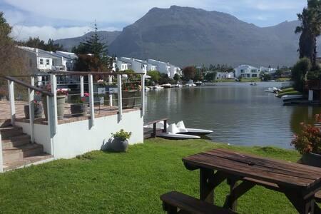Marina da Gama - Duck-In on Water's Edge