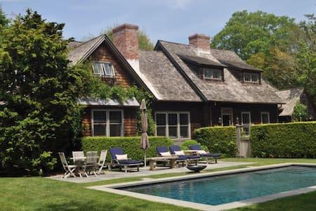 Family home tucked within the village - East Hampton - House