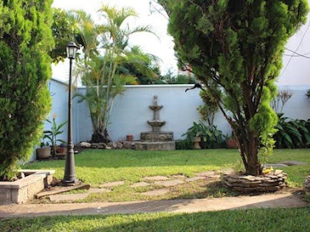 Confortable casa en residencial privada, Santa Ana