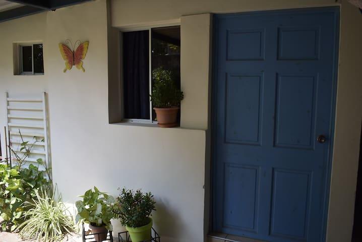 Entrada a la habitación Vista al Jardín