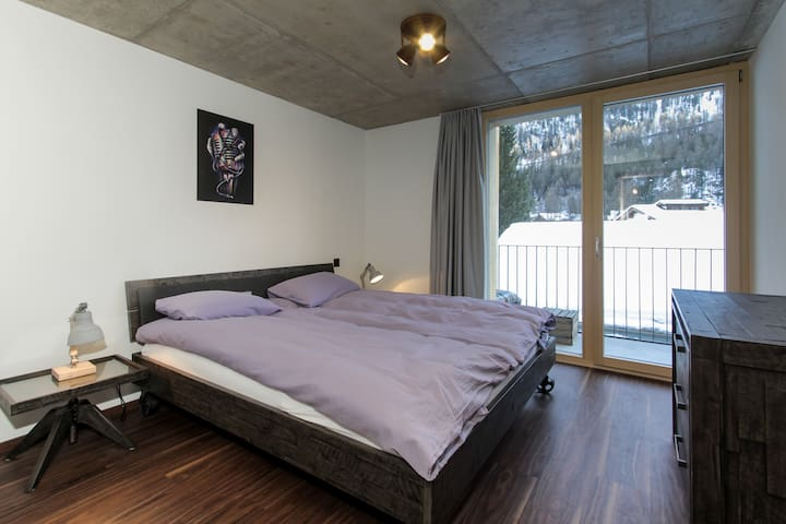 bedroom with second bancony