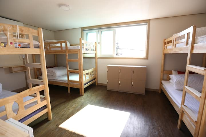 Philstay Itaewon - 6 Dorm Female