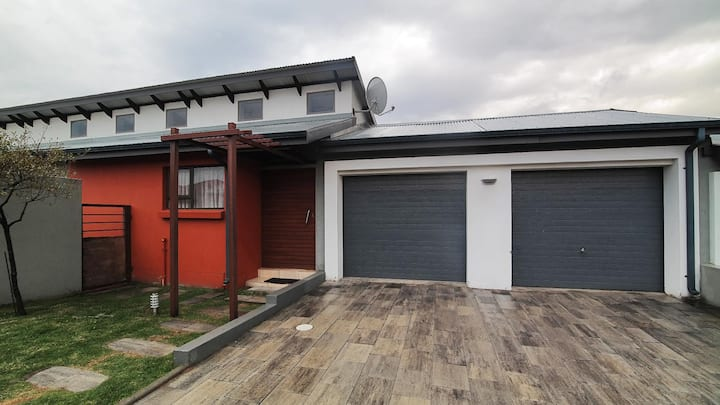 Secure Emalahleni Home 5min from highveld mal.