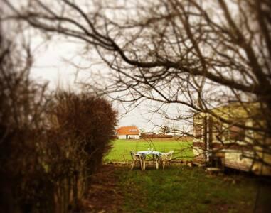 Bondegårdsferie på bæredygtige Dambækgaard