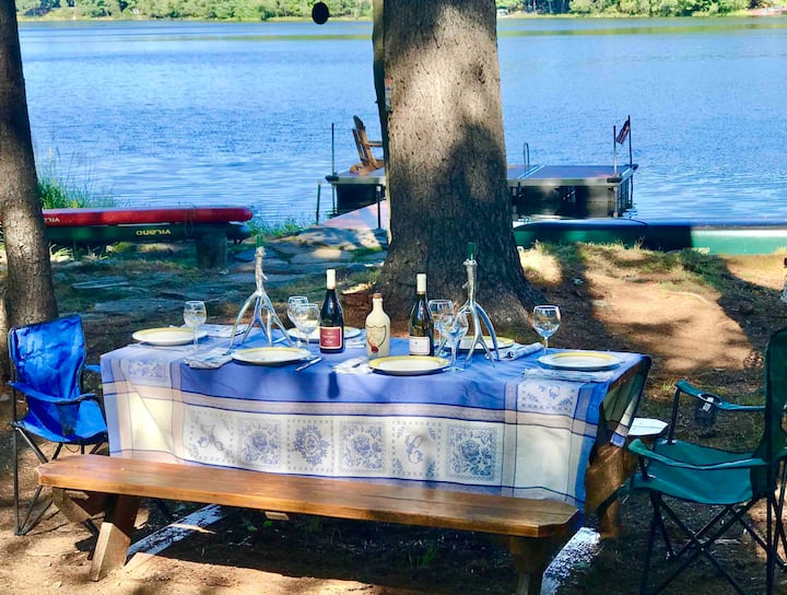 Luxurious Lakefront Retreat
