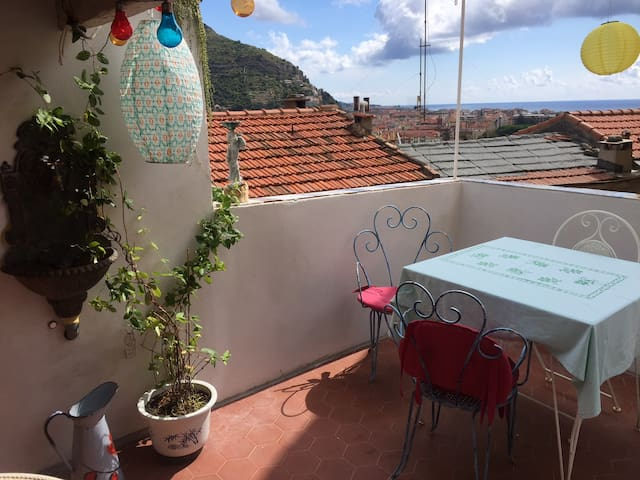 Terrace with sea view in Old Town Ventimiglia