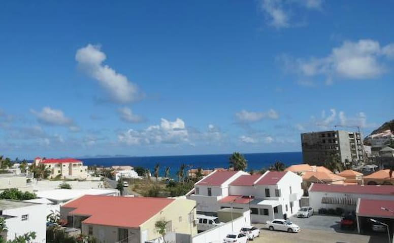 Ocean view 3rd floor 1 bedroom next to Philipsburg