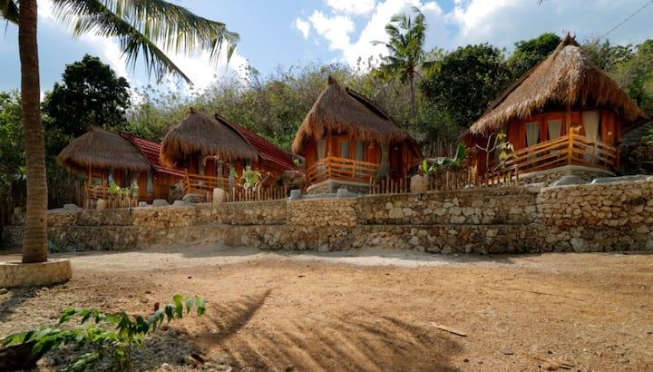 Rustic Wooden Bungalow - Nusa Penida