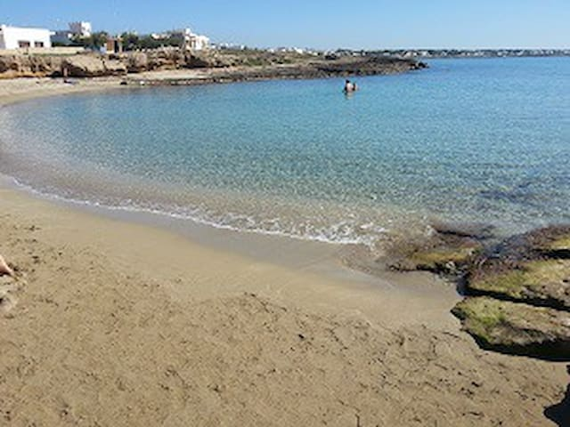 villa con 3 doppie 6 posti a 50mt dalla spiaggetta