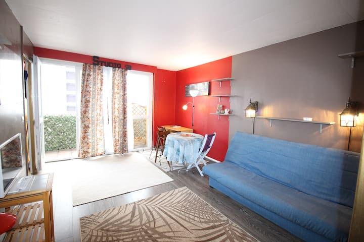 Studio ensoleillé avec balcon, proche de Paris