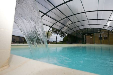 Abricot Gite near Dinan with covered, heated pool