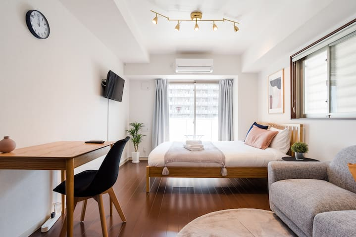 Nordic Inspired Simple Flat in Azabu/Tokyo Tower