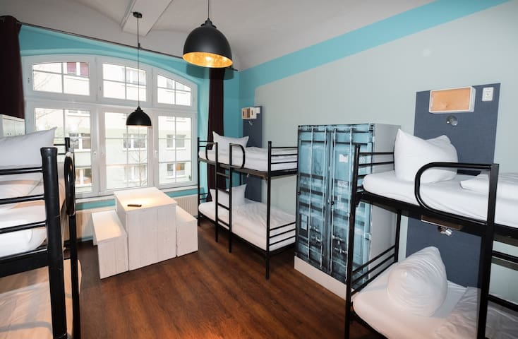 6-Bed mixed dorm ,Shared Bathroom 3
