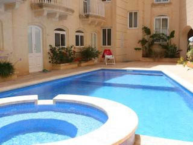Apartment with pool - Misrah Ta' Cenc