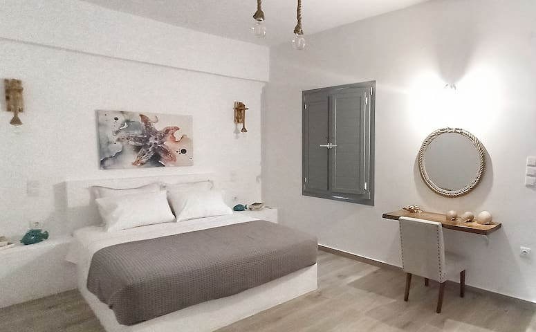 Asterias @ Yialos, Seafront appartment in Spetses