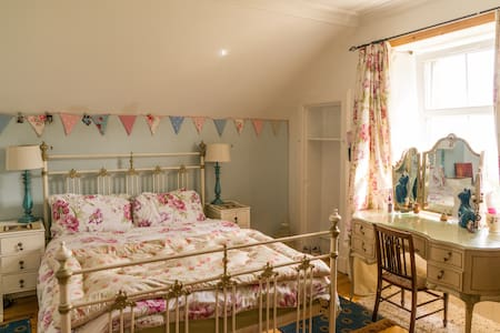 Spacious Room in Beautiful Scottish Island Home - Whiting Bay - 獨棟