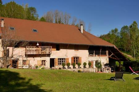 Belle ferme restaurée avec vue - Yenne - Haus