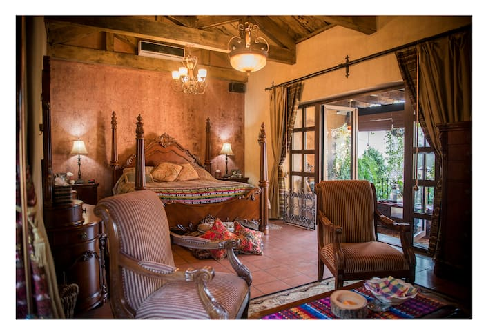 Master bedroom with chimney, air conditioning, TV, DVD, cable with 100 channels, private living room, refrigerator, coffeepot, private bathroom, two balconies and vanity mirror.