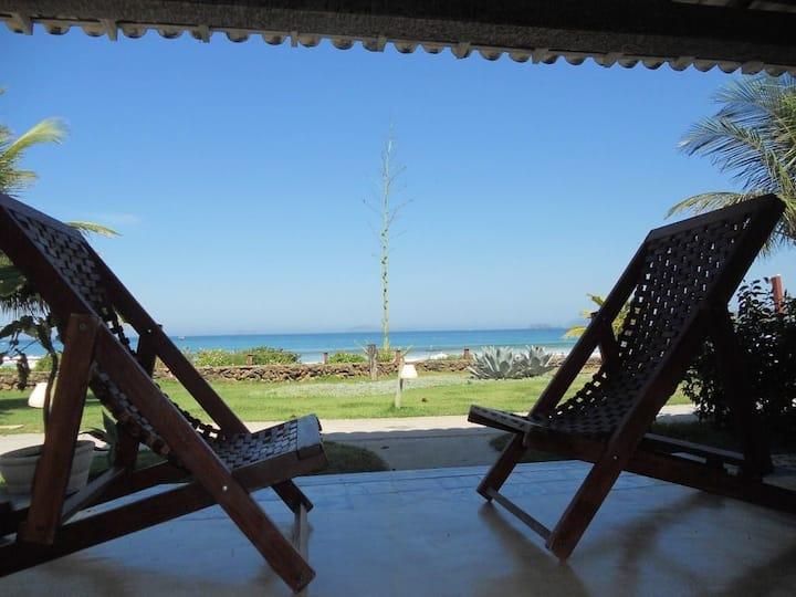 Casa Beira da praia Geribá Búzios , pés na areia.