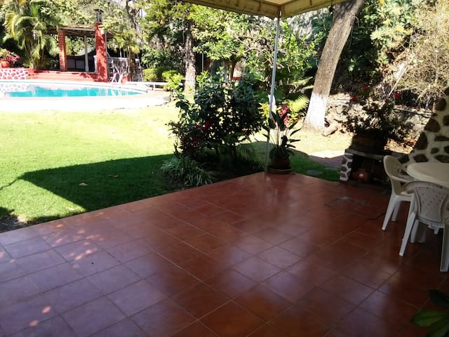 "POOL, GARDEN, WIND & SUN IN ""LAS DELICIAS"" - Cuernavaca - House"