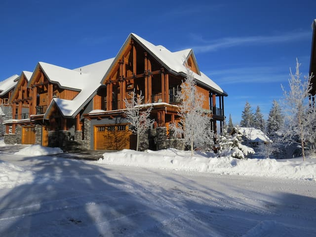 Panoramic View, 3 Bedroom, Ski-In Ski-Out - Golden - Townhouse