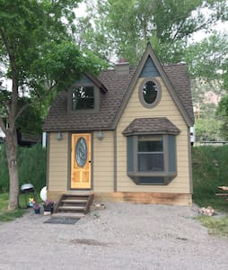 Charming Tiny Home with Loft & View - Ridgway - Bungalow