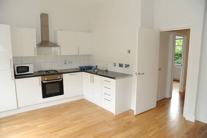 LOVELY TWO BEDROOM FLAT WITH TERRACE - London - Flat