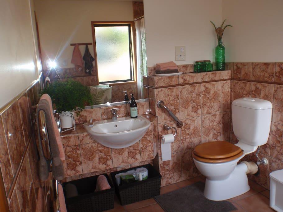 Spacious private ensuite bathroom