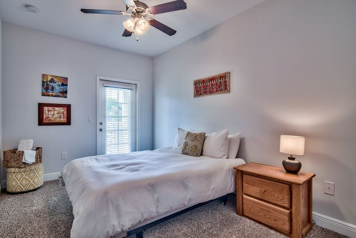 Two bedrooms--Walk to the beach!