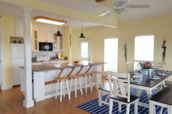 'Fish Gills' Keaton Beach | Kitchen