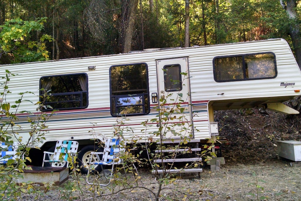 Fifth-wheel in the woods