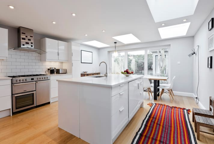 Modern family home in Chiswick, West London