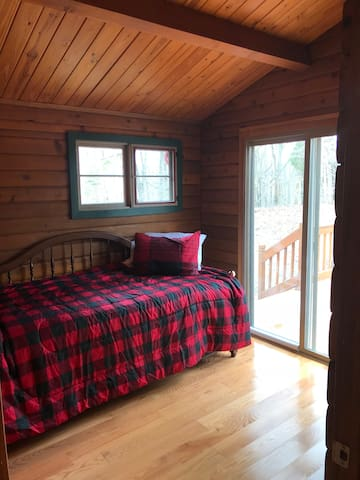 Southern Grace Cabin: 3rd bedroom has a twin with trundle bed plus the perfect view.
