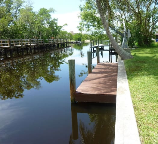 TREAT YOURSELF TO THIS WATERFRONT ESCAPE, Upstairs - Bonita Springs - Huis