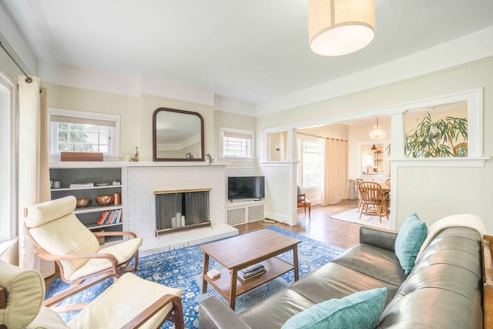 5 min to Downtown - Chic South Hill Craftsman
