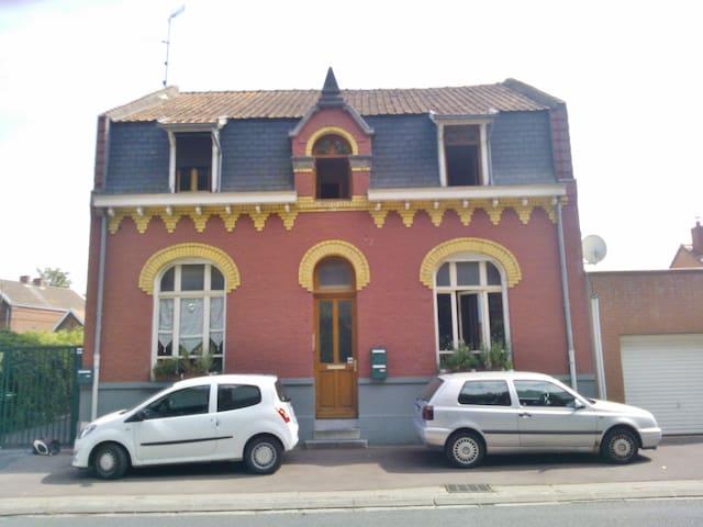 Chambre spacieuse dans appartement convivial - Douai - อพาร์ทเมนท์