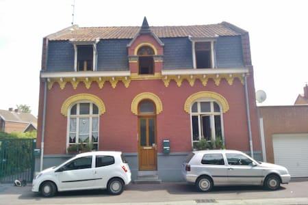 Chambre spacieuse dans appartement convivial - Douai - Apartament